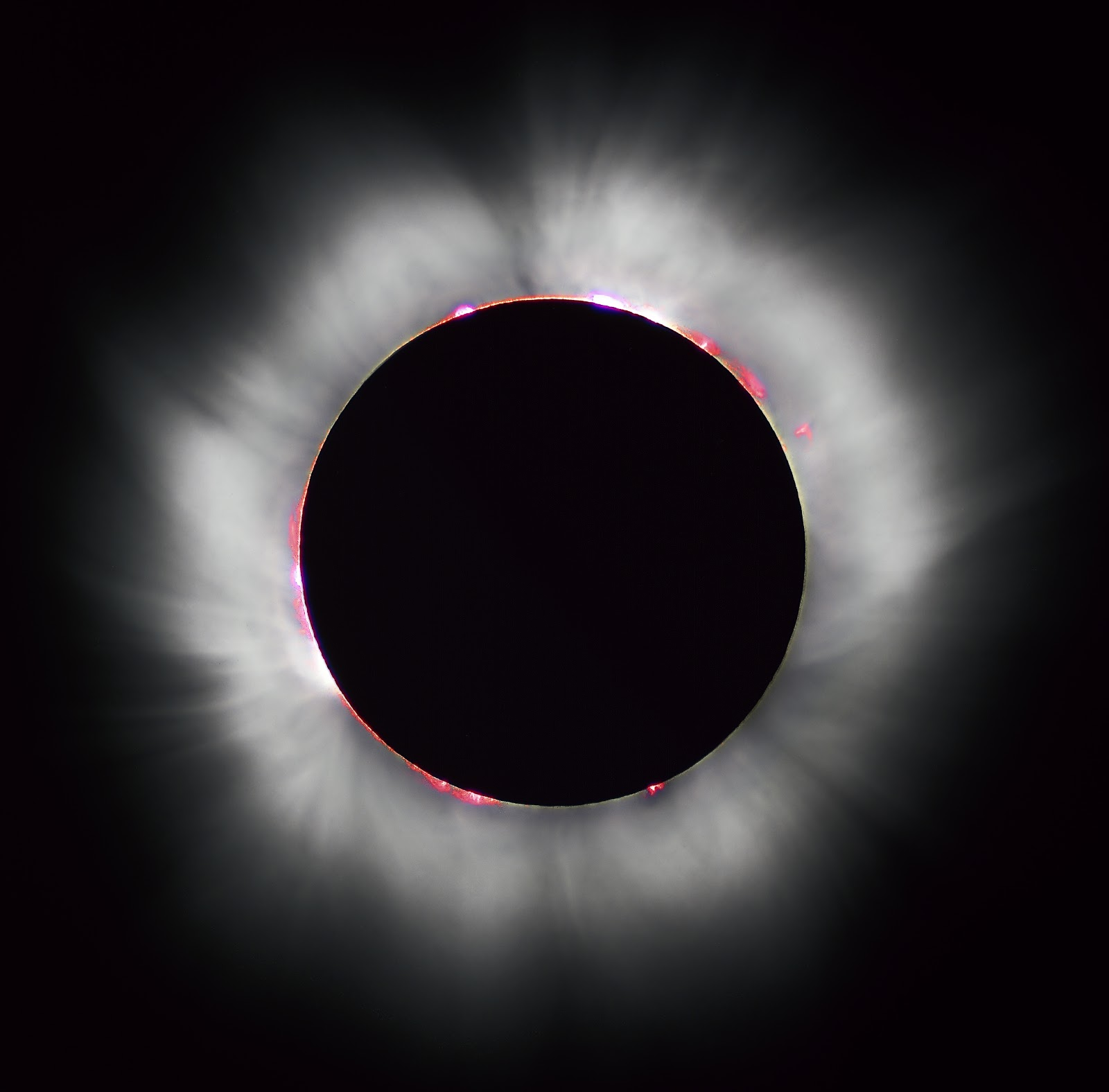 https://upload.wikimedia.org/wikipedia/commons/1/1c/Solar_eclipse_1999_4_NR.jpg