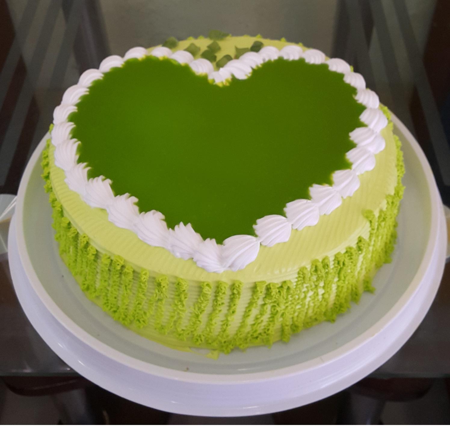 Bánh kem sinh nhật trà xanh thơm ngon khó cưỡng đối với mọi chị em