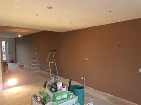 Deze klant wou eens een ander kleurtje.... de muur bruin