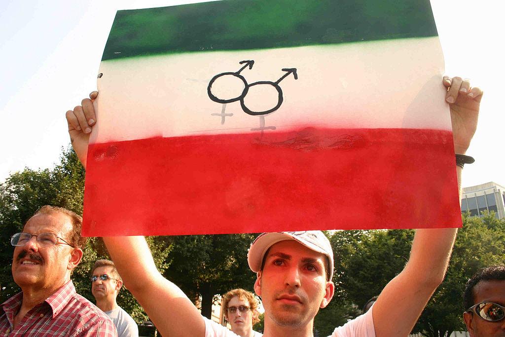 Dátmu: 20 July 2006 Autor: Elvert Barnes Zdroj: https://commons.wikimedia.org/wiki/File:Iran.StopKillingGays.WDC.19jul06.jpg