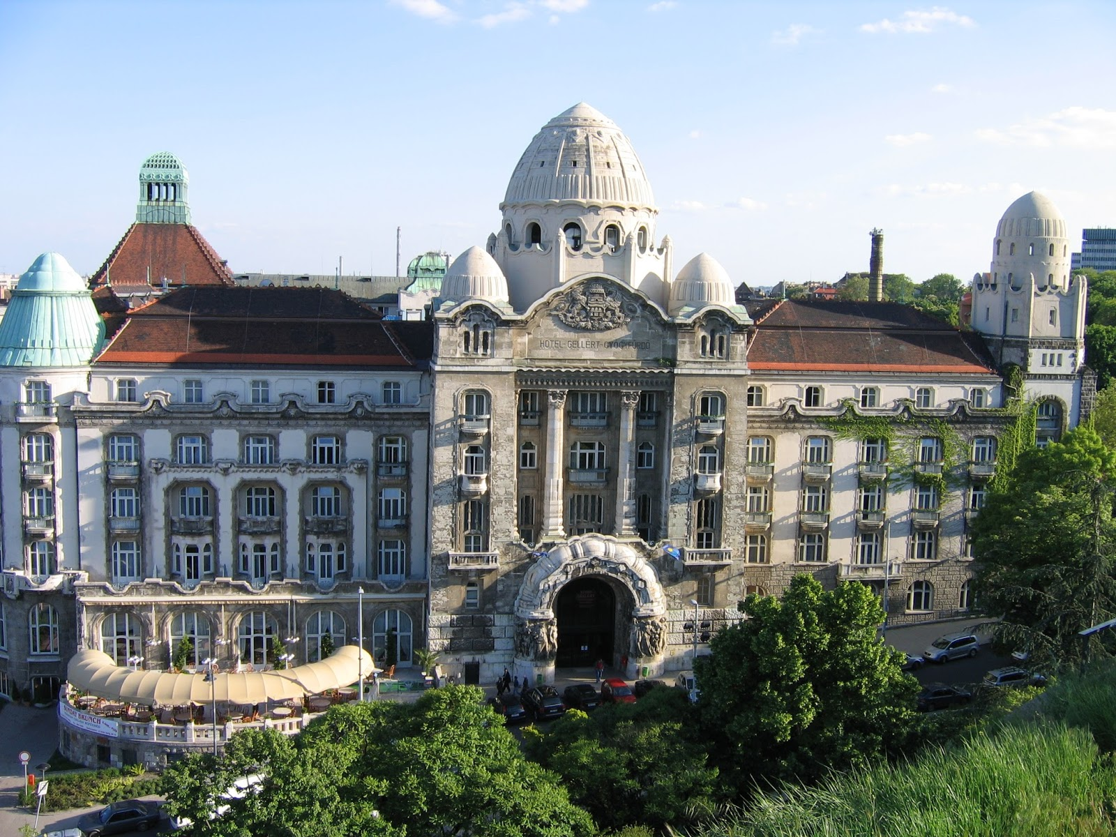 IMG_0299_-_Hungary,_Buda_-_Hotel_Gellért.JPG