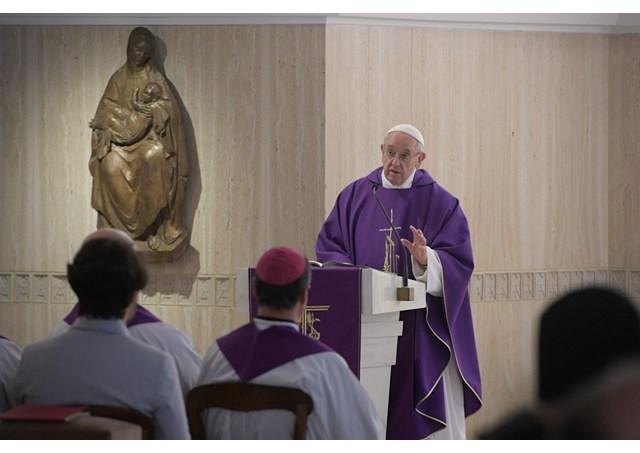 """Đức Thánh Cha: Chúng ta trở thành """"Người Công Giáo Vô Thần"""" nếu tâm hồn chúng ta trở nên chai đá"""