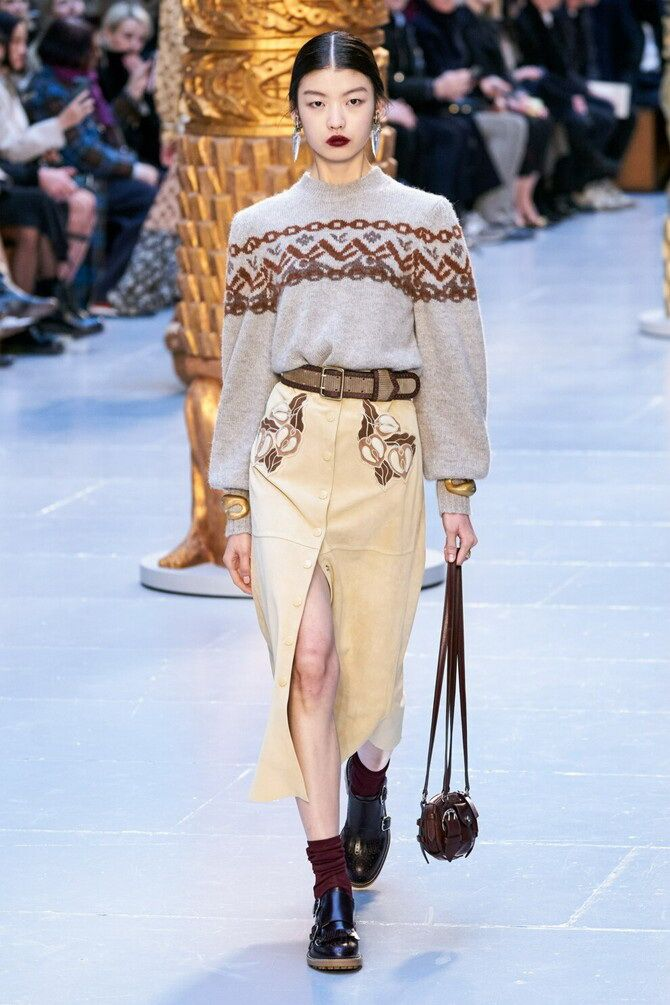 Sweater and a skirt: the most fashionable winter combinations 13