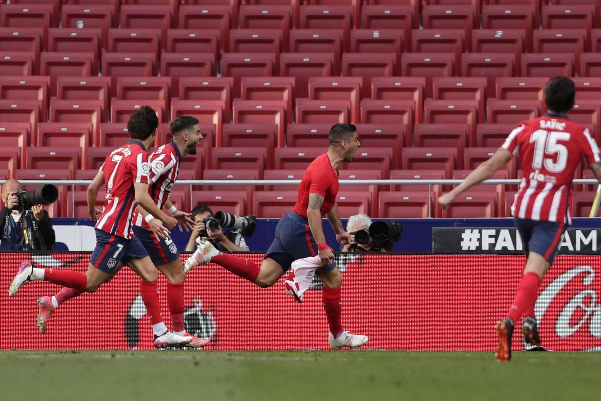 Luis Suarez là người giúp Atletico Madrid tiếp tục có lợi thế trong cuộc đua đến ngôi vô địch