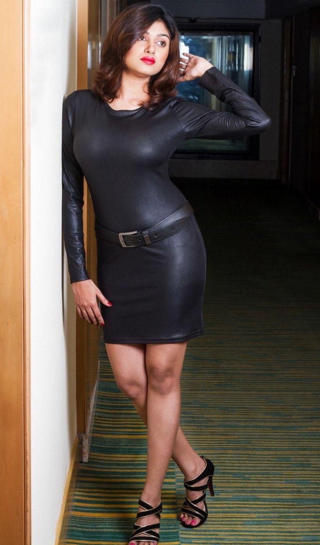 Oviya Helen in black leather tight Skirt Navel Queens