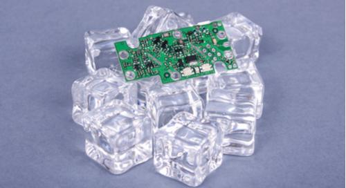 PCB vert sur glaçons. Vous aurez besoin d'autre chose que des glaçons pour gérer les exigences thermiques lors de la fabrication de vos PCB mutlicouches.