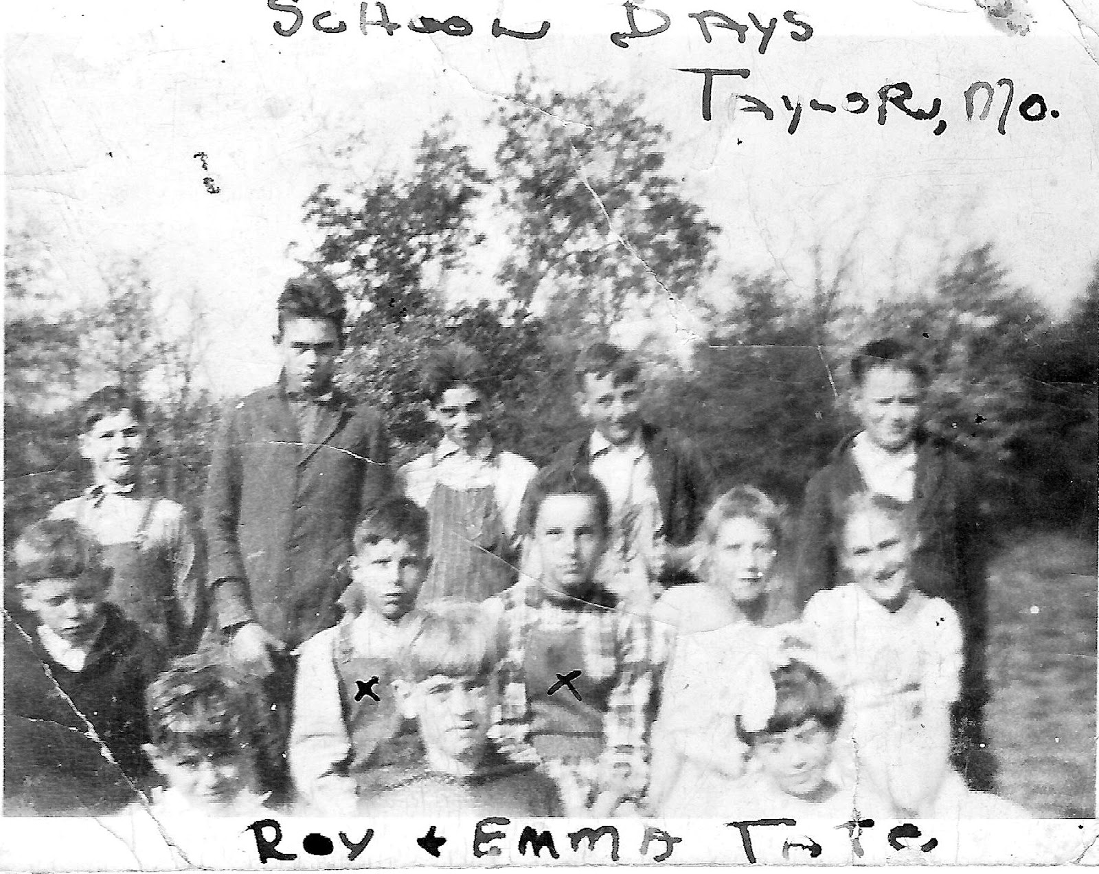 Roy and Emma Tate at Suddith School 1923.jpg