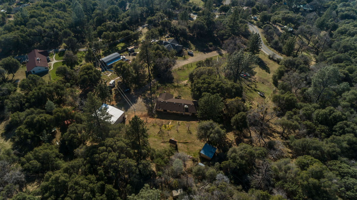 North Fork CA Homes - A spacious haven awaits you in this North Fork CA real estate property.