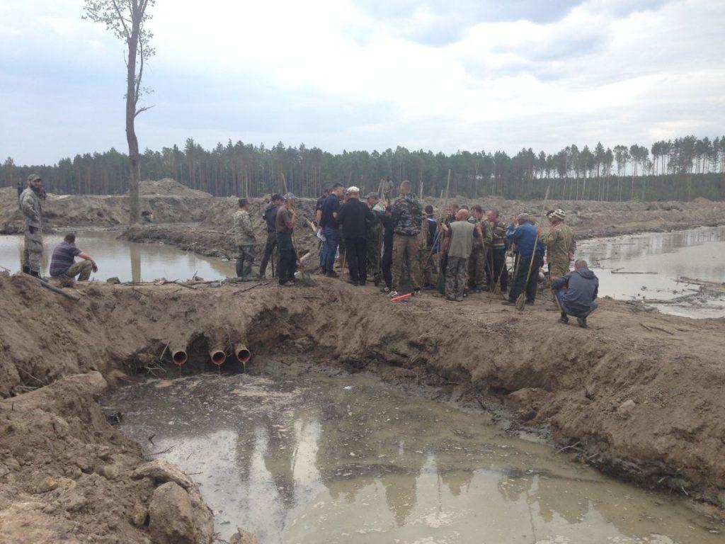 Как МВД Авакова крышует нелегальную добычу янтаря
