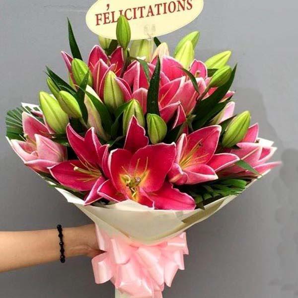 Ảnh có chứa hoa, cây, tường, bó hoa  Mô tả được tạo tự động