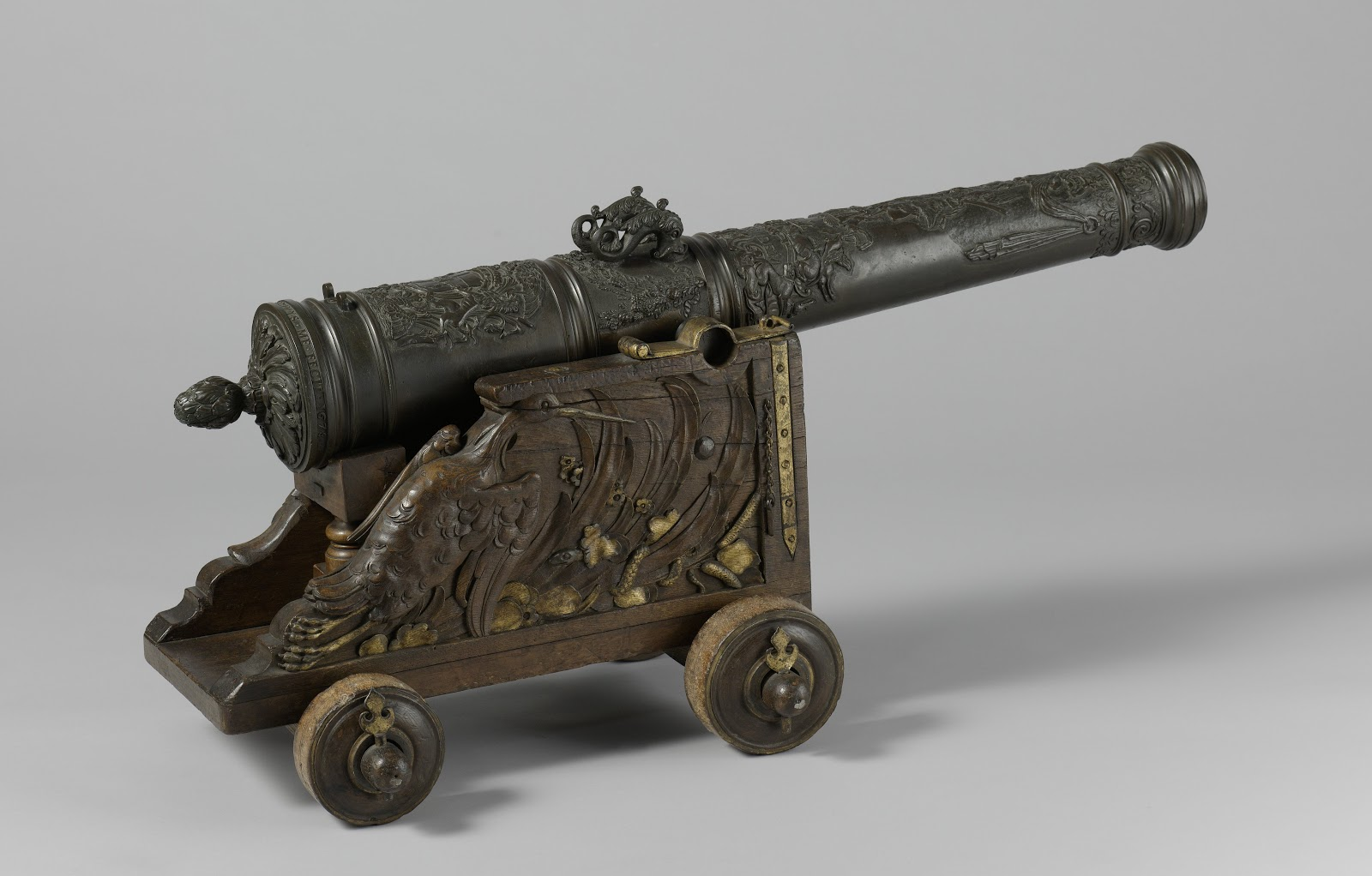 An antique cannon, one of the Rijksmuseum's more violent hidden gems!