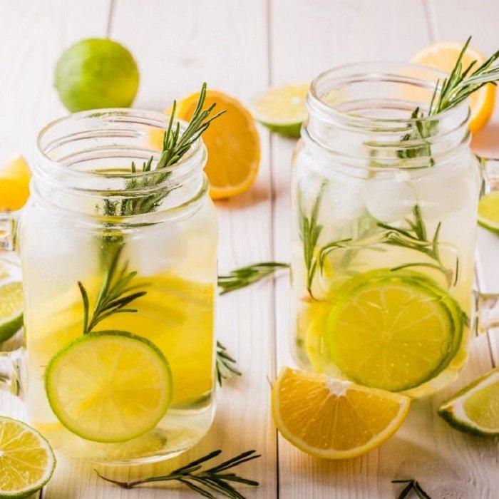 Ambientador casero de limón, vainilla y romero