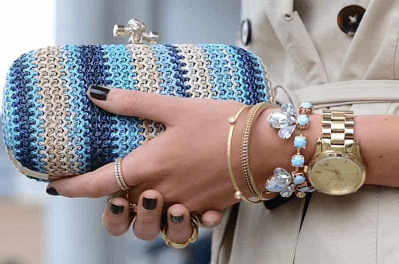 Издревле женщины пытались привлечь внимание посредством украшений. Изысканные серьги и кольца, подвески и колье, бусы и браслеты. Украшения всегда был