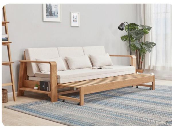 Phần đệm mở rộng có dát bằng gỗ, kéo ra thủ công và đệm ngồi ban đầu được chia thành 2 tấm mỏng hơn