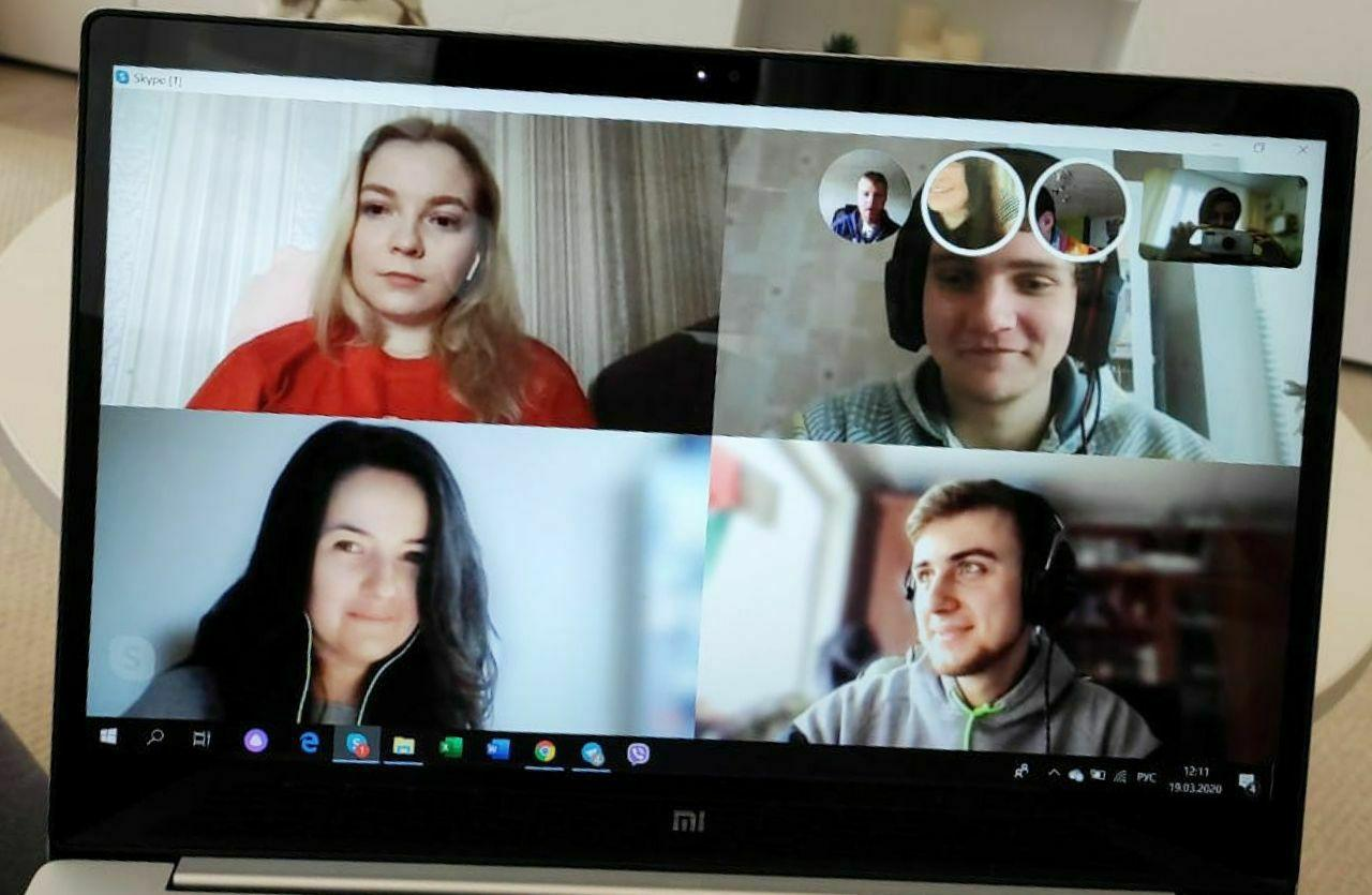 Smart IT employees in a virtual conference