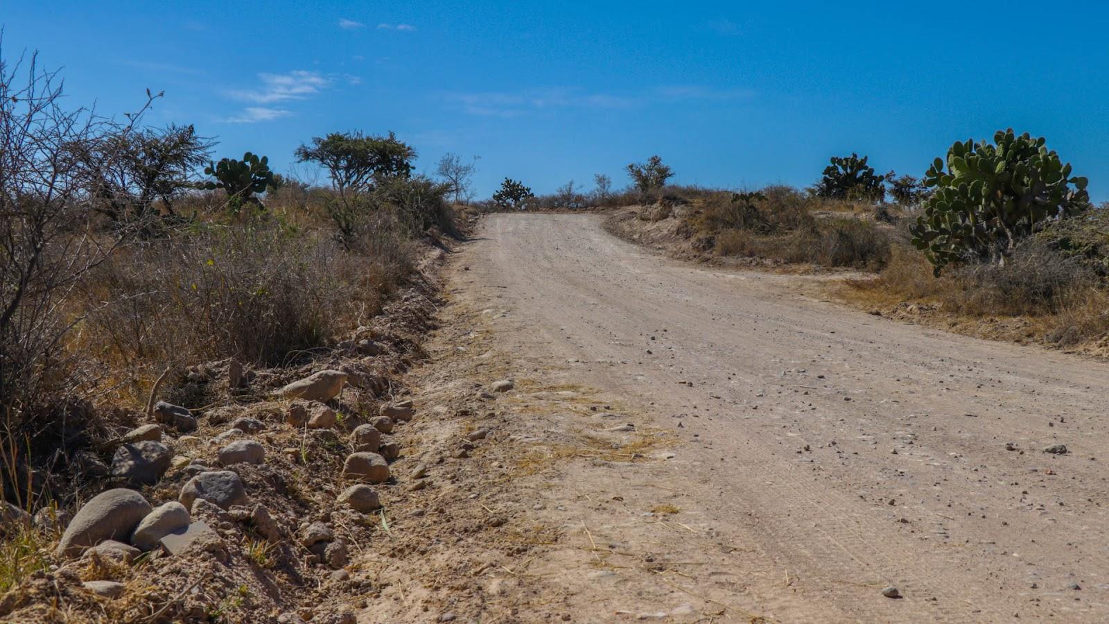 Camino de acceso a la comunidad Corralejo de Abajo.