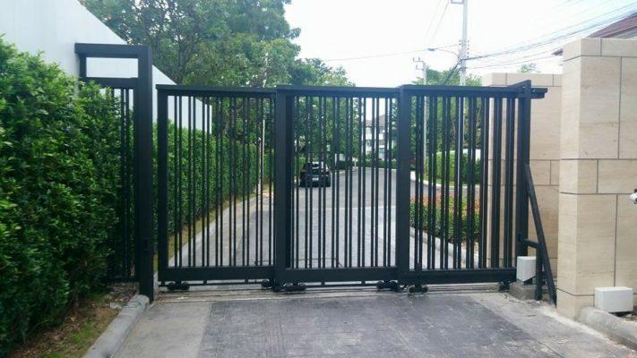 Nên có hệ thống tự dừng cho chiếc cổng tự động