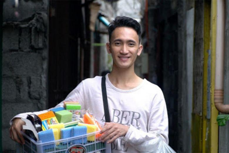 "Mr Melvin Chua, also known as ""sponge boy"", used to walk the streets of Pembo in Manila for more than six hours every day selling dish sponges and dish cleaners to support his family."