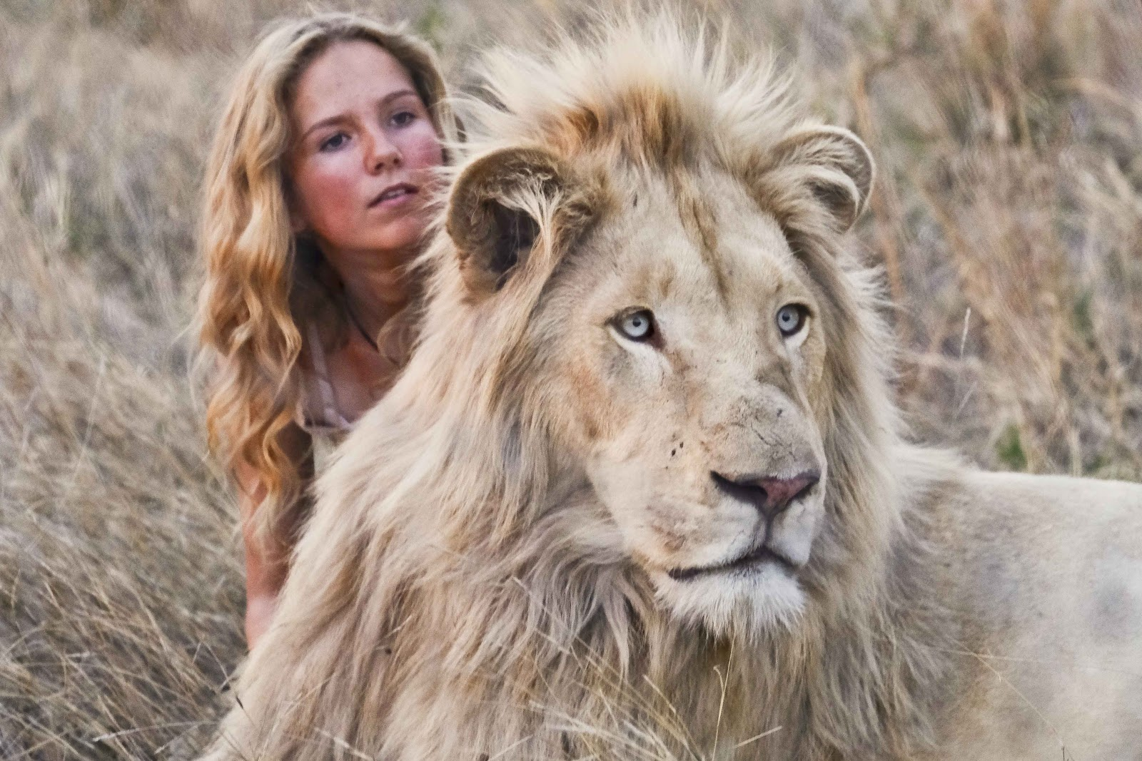 Movie still from Mia and the White Lion with actress Daniah De Villiers.