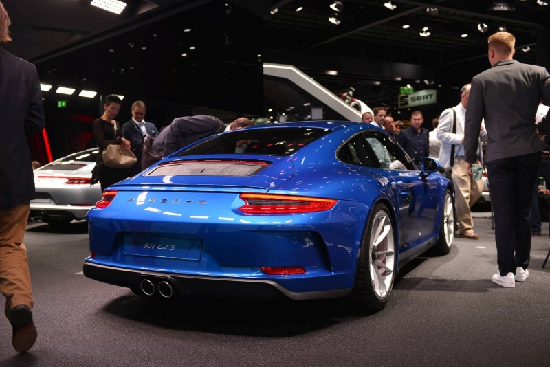 Porsche_911_GT3_Touring_2017_zive_foto_11_800_600.jpg