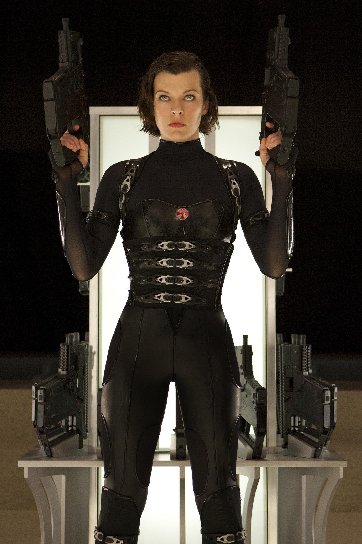 Super Hi-Res Look At Alice Prepared For 'Resident Evil: Retribution 3D'  Battle! - Bloody Disgusting