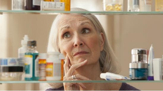 Mọi người đôi khi lo lắng liệu những hóa chất trong những sản phẩm thông dụng như mỹ phẩm hay các sản phẩm vệ sinh cá nhân có thể gây ung thư
