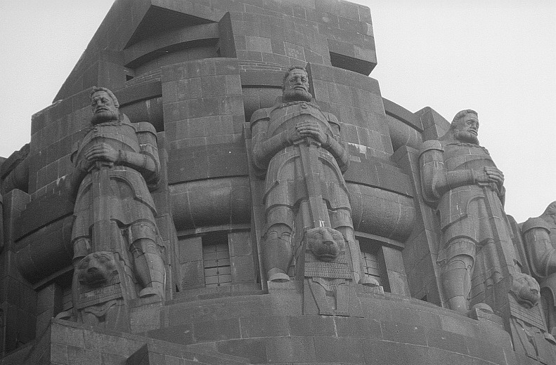 6395403-Monument_to_the_Battle_of_the_Nations_Leipzig.jpg