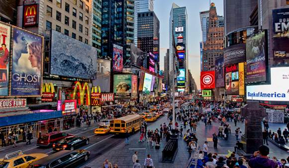 Descrição: http://www.nyhabitat.com/blog/wp-content/uploads/2013/01/Times-square-manhattan-new-york-nyc-crossroads-world.jpg