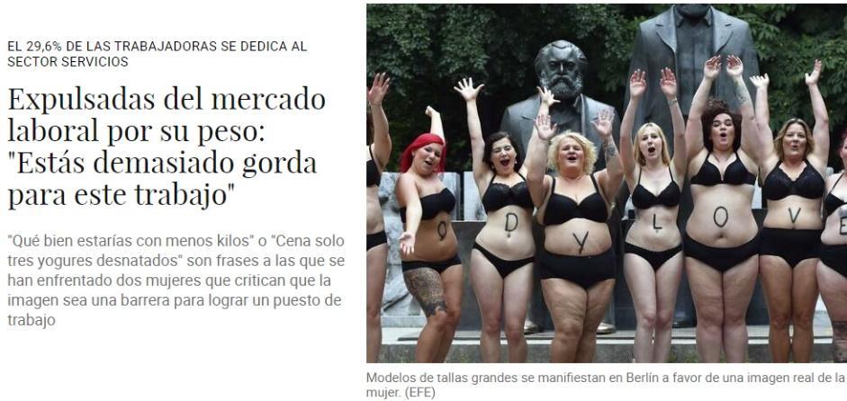 Titular de un periódico en el que se informa de la discriminación de muchas mujeres en el mercado laboral por ser gordas. Va con una foto con mujeres de tallas grandes en ropa interior en una protesta.