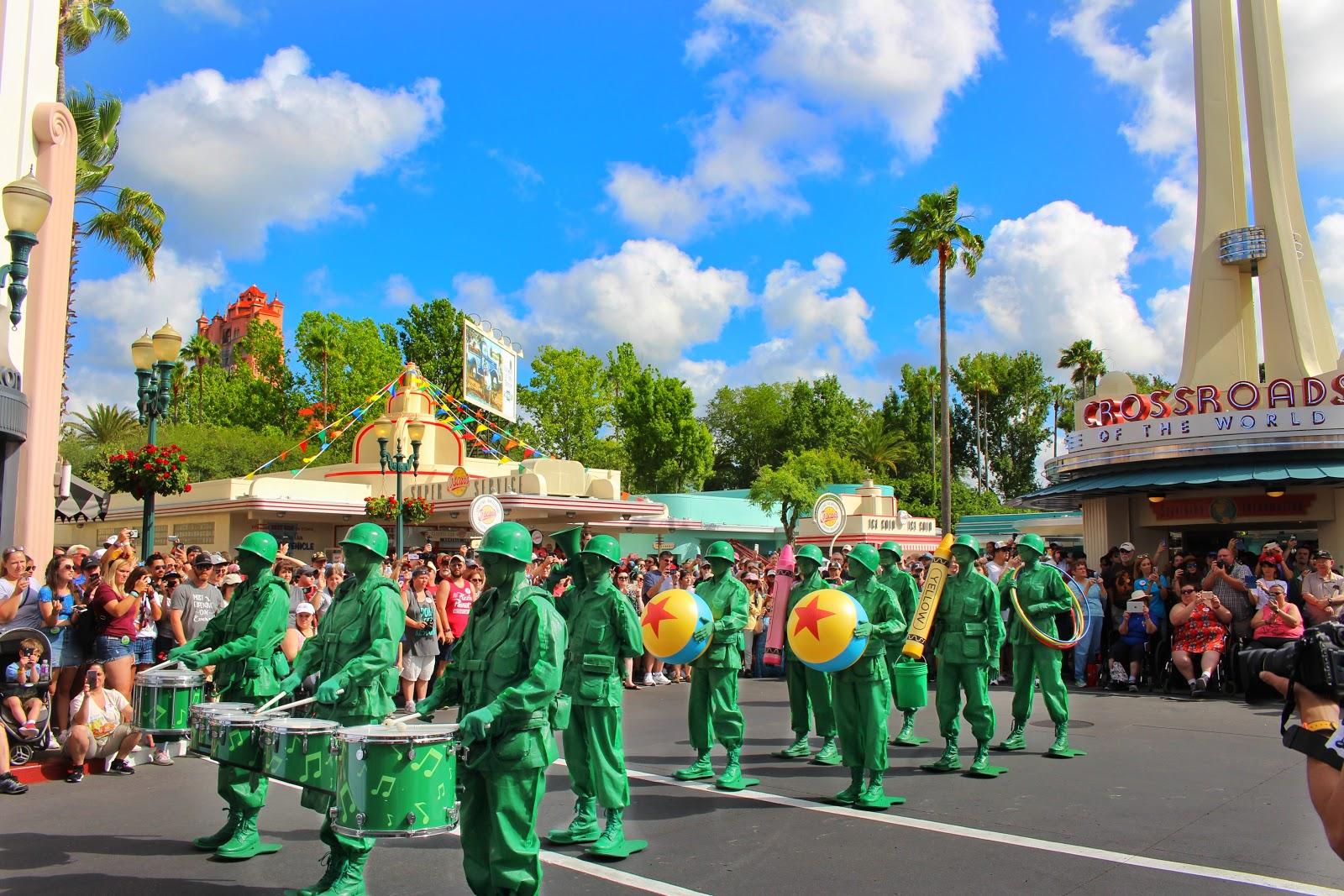 迪士尼的遊行,亦提供身障者專屬區域 |礙的萬物論