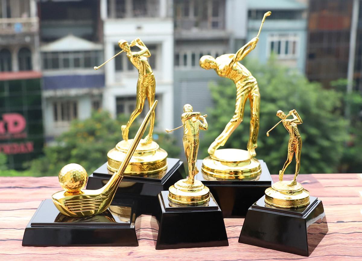 Chiêm ngưỡng những mẫu quà tặng cao cấp cho giải Golf tại Việt Nam - Ảnh 1