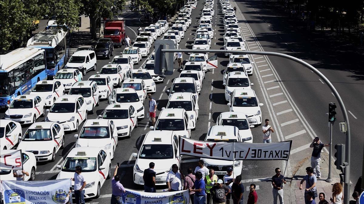 Resultat d'imatges de vaga taxis madrid