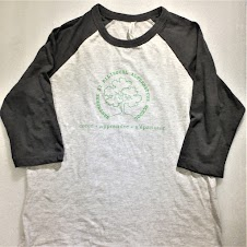 Dark heather grey Gildan Softstyle unisex shirts in 65% Polyester / 35% Ring Spun Cotton. Enter the size and quantity of shirts you would like to order, then select the sizes. Green Hawthorne Logo is centered on front, with three French words across shoulders on back of shirt (créer - apprendre - s'épanouir).