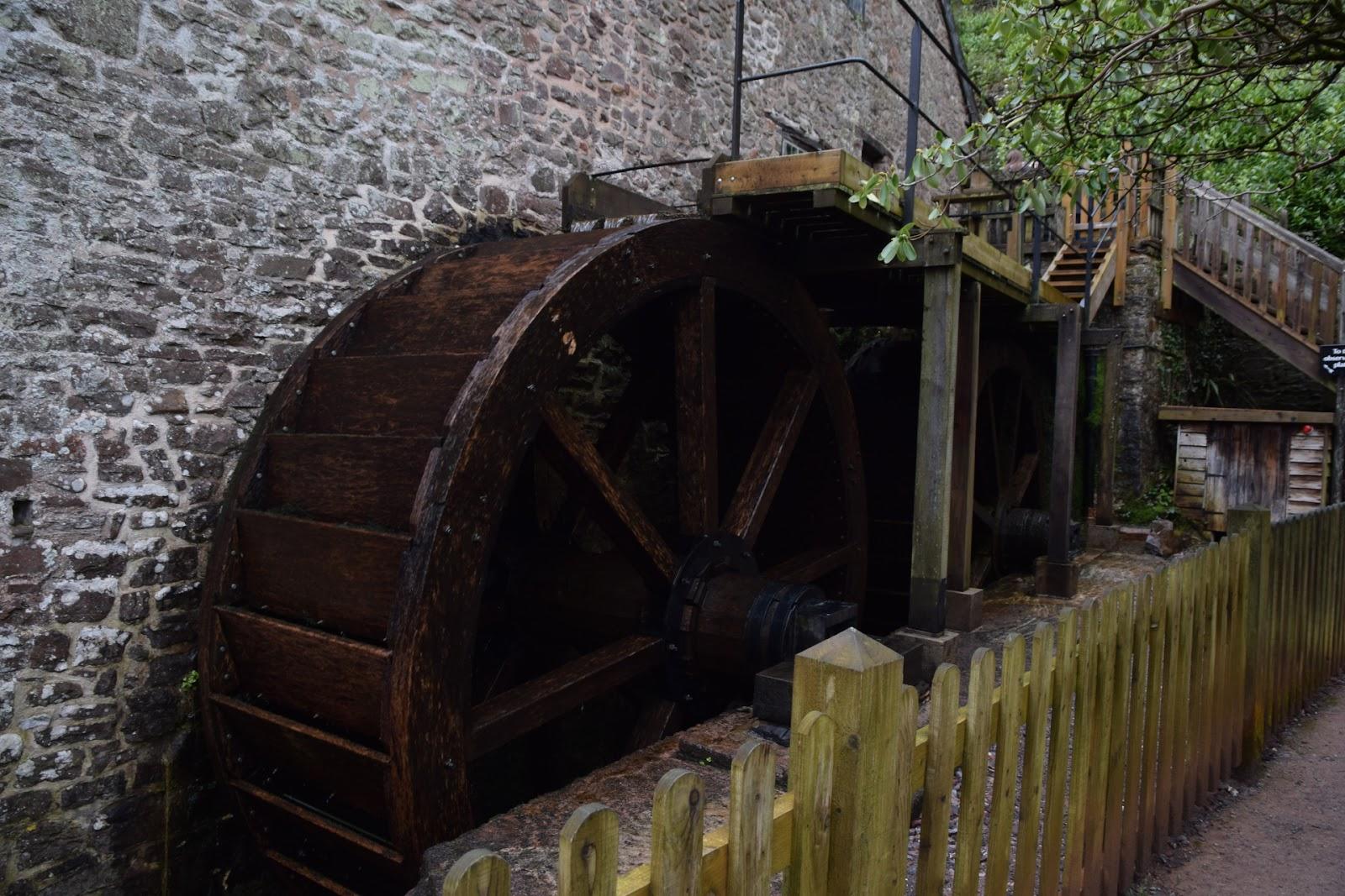 """(<img alt=""""dunster castle mill"""">)"""