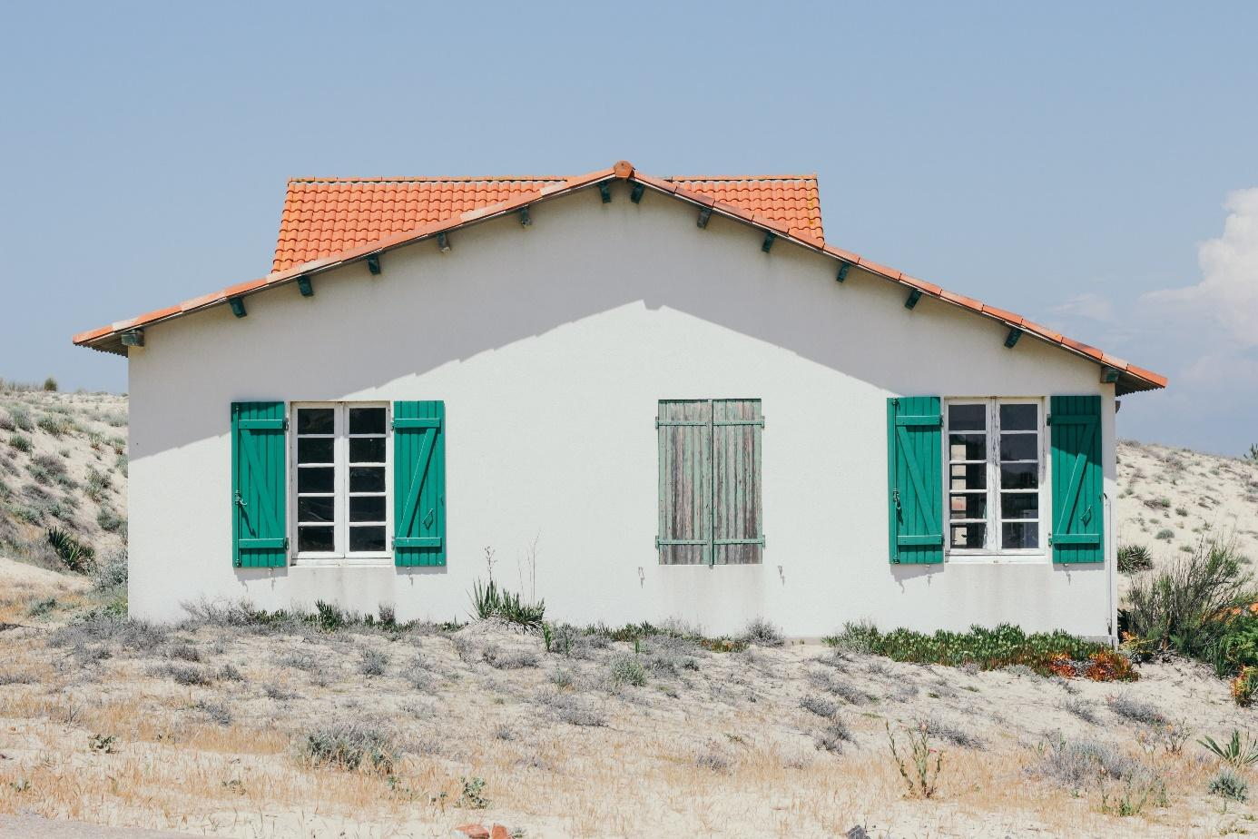 Ein Bild, das draußen, Gebäude, Gras, Haus enthält.  Automatisch generierte Beschreibung