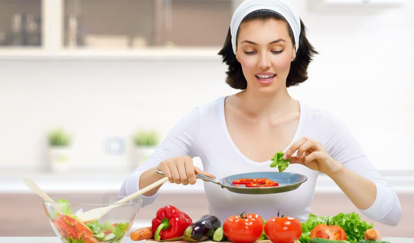 xây dựng khẩu phần ăn đủ chất giúp da được nuôi dưỡng từ sâu bên trong
