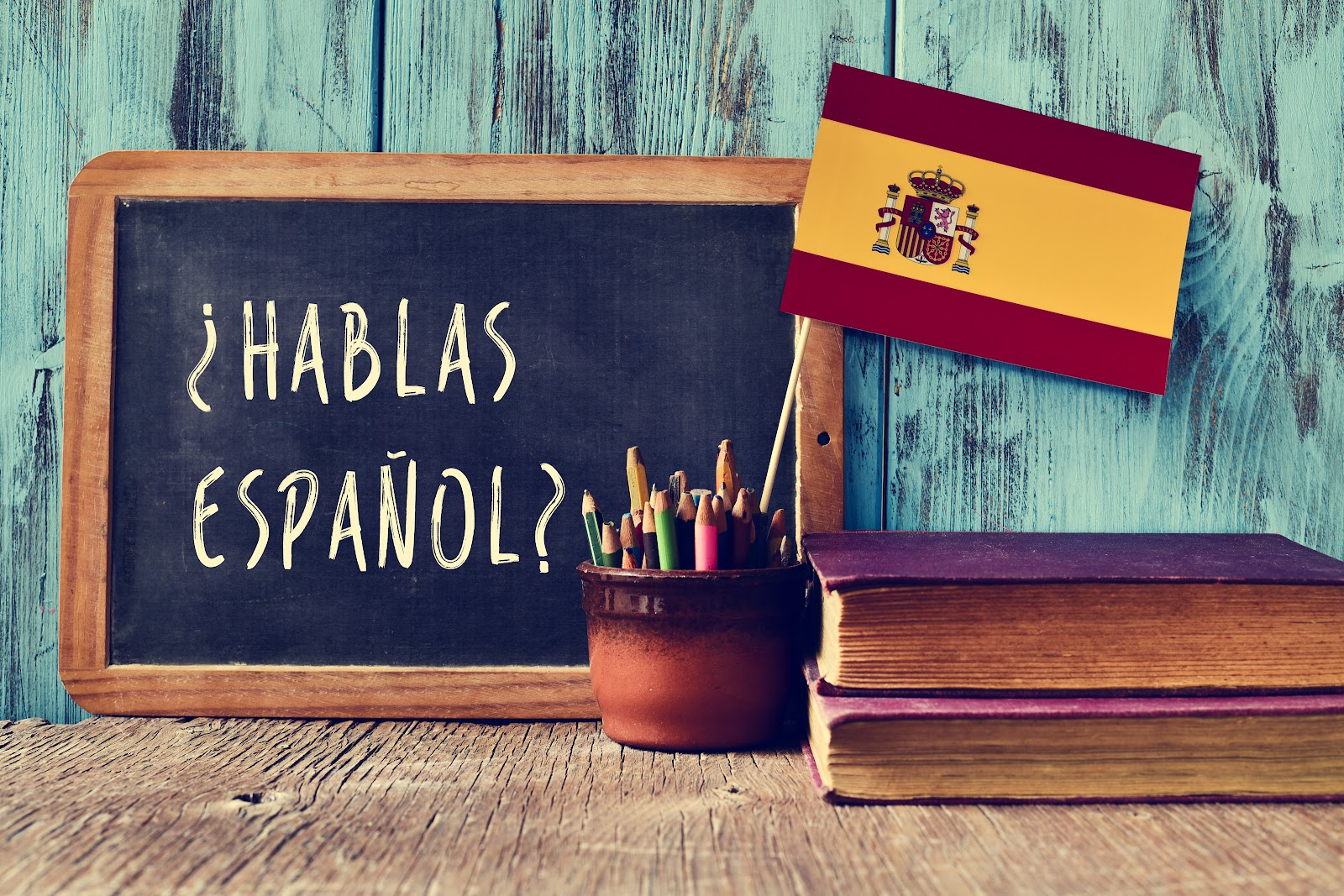 A blackboard with Spanish written on it and a Spanish flag.