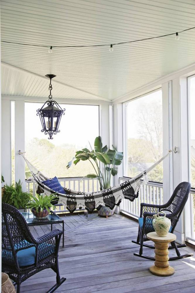 35-of-the-best-porches-on-pinterest-beautiful-porches-porch-with-black-and-white-hammock-576c398cf4da36ab6ef3ca57-w1000_h1000.jpeg