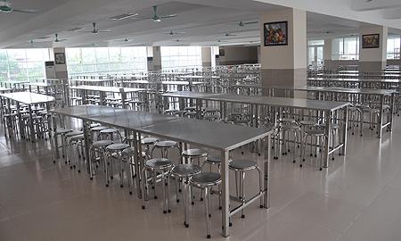 Thi công bàn ghế ăn công nghiệp dành cho công nhân toàn quốc