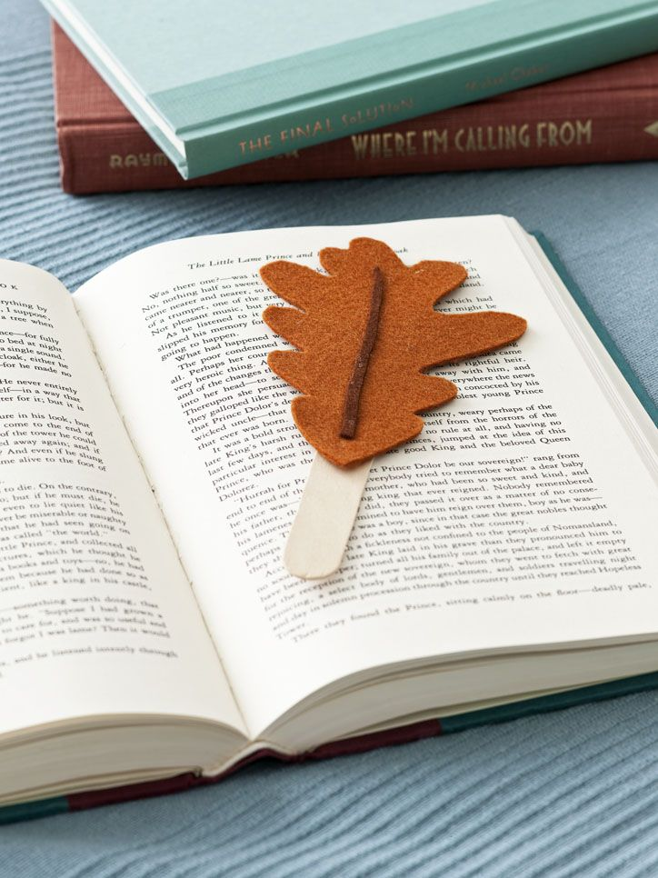 Fall Bookmark: These 25 Thanksgiving Crafts for Kids will get everyone into the thanksgiving spirit.