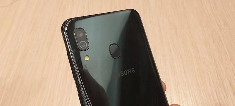 Camera sau của điện thoại Samsung Galaxy A30 chính hãng