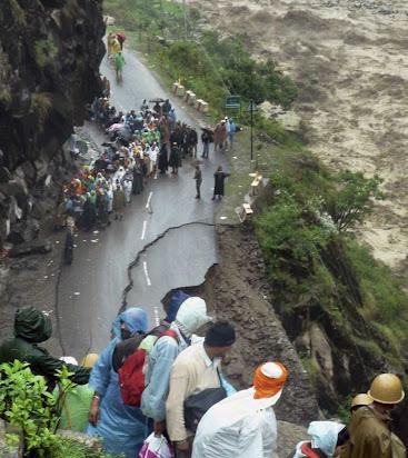 essay on natural disaster in uttarakhand in hindi