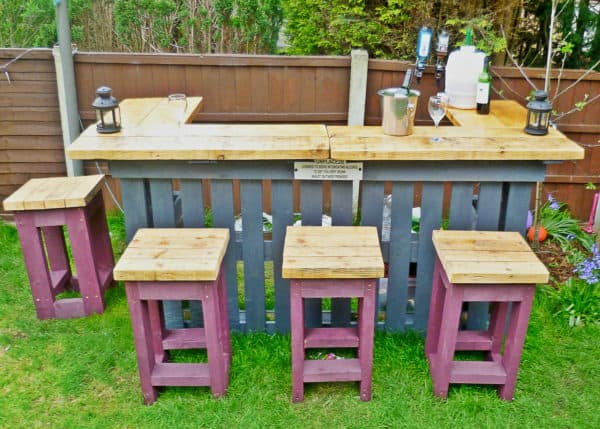 Wooden Bar Made from Pallets for Entertaining: These 12 DIY Outdoor Pallet Furniture Ideas will add some flare to your outdoor space and save you money.