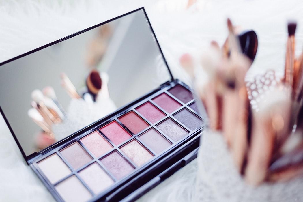 turn eyeshadow to nail polish