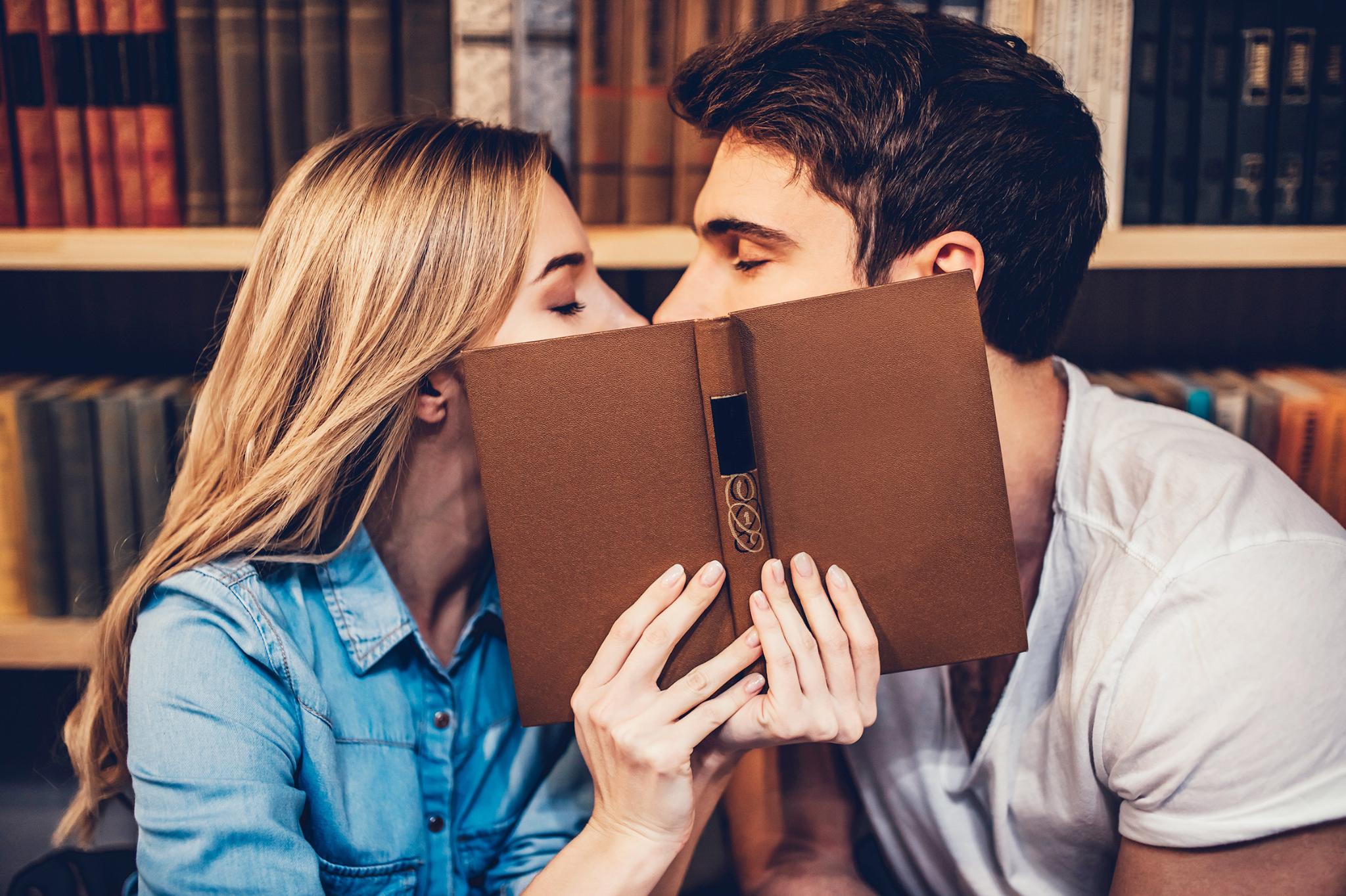 Можно ли целоваться с человеком у которого гепатит С?