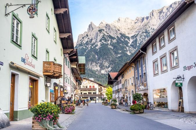 http://www.susansolo.com/wp-content/uploads/2016/10/19_mittenwald_germany_blog.jpg