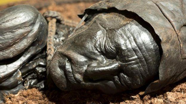Человек из Толлунда, возраст которого насчитывает примерно 2 400 лет, хранится в Силкеборге