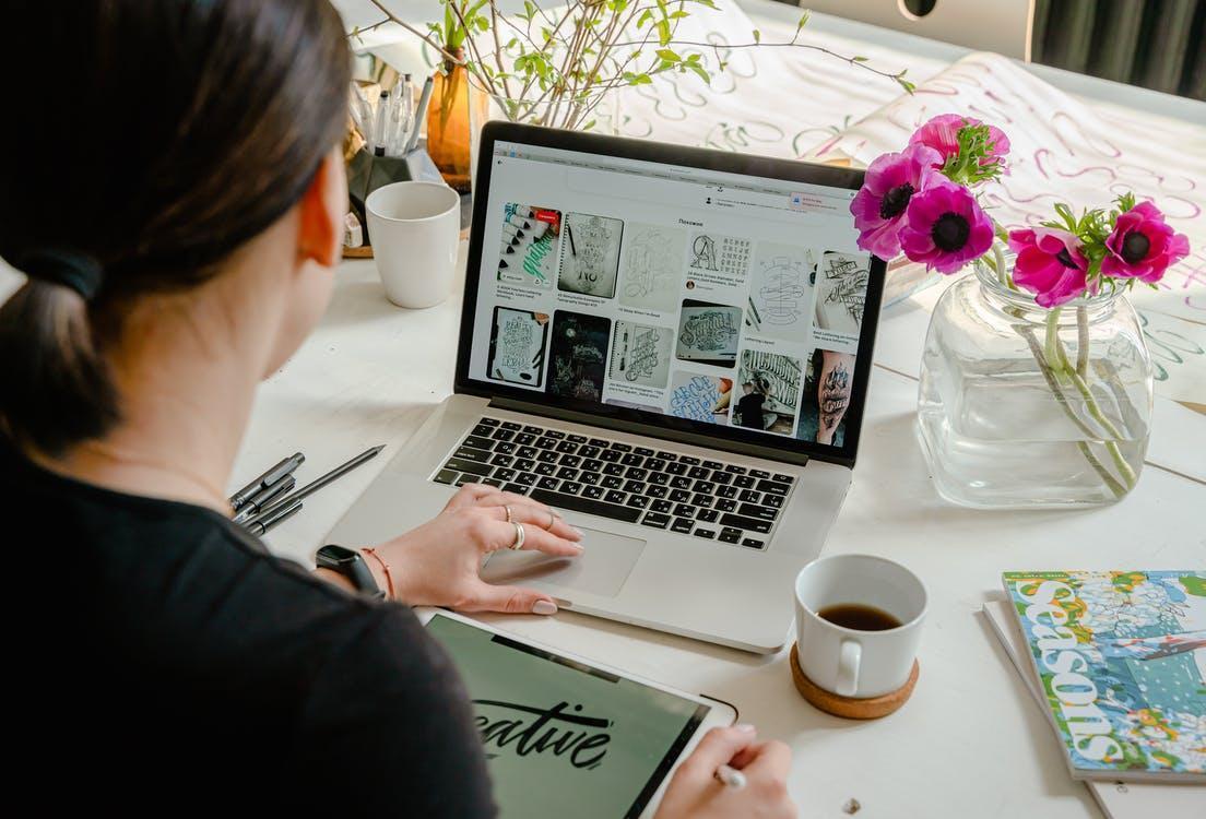 Бесплатное стоковое фото с ipad, macbook, активный отдых
