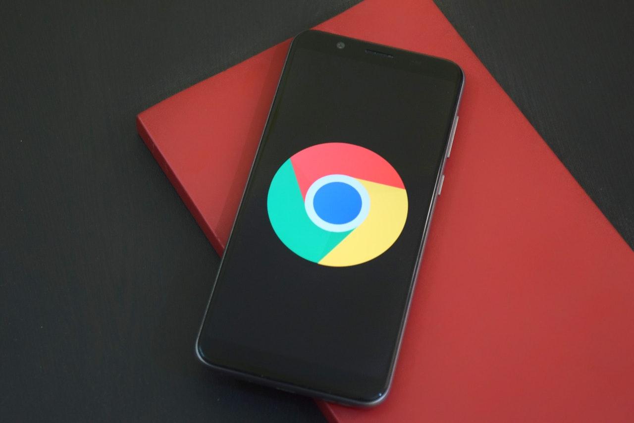 Google logo on a phone screen.