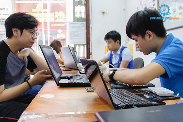 gia-thay-man-hinh-laptop-4